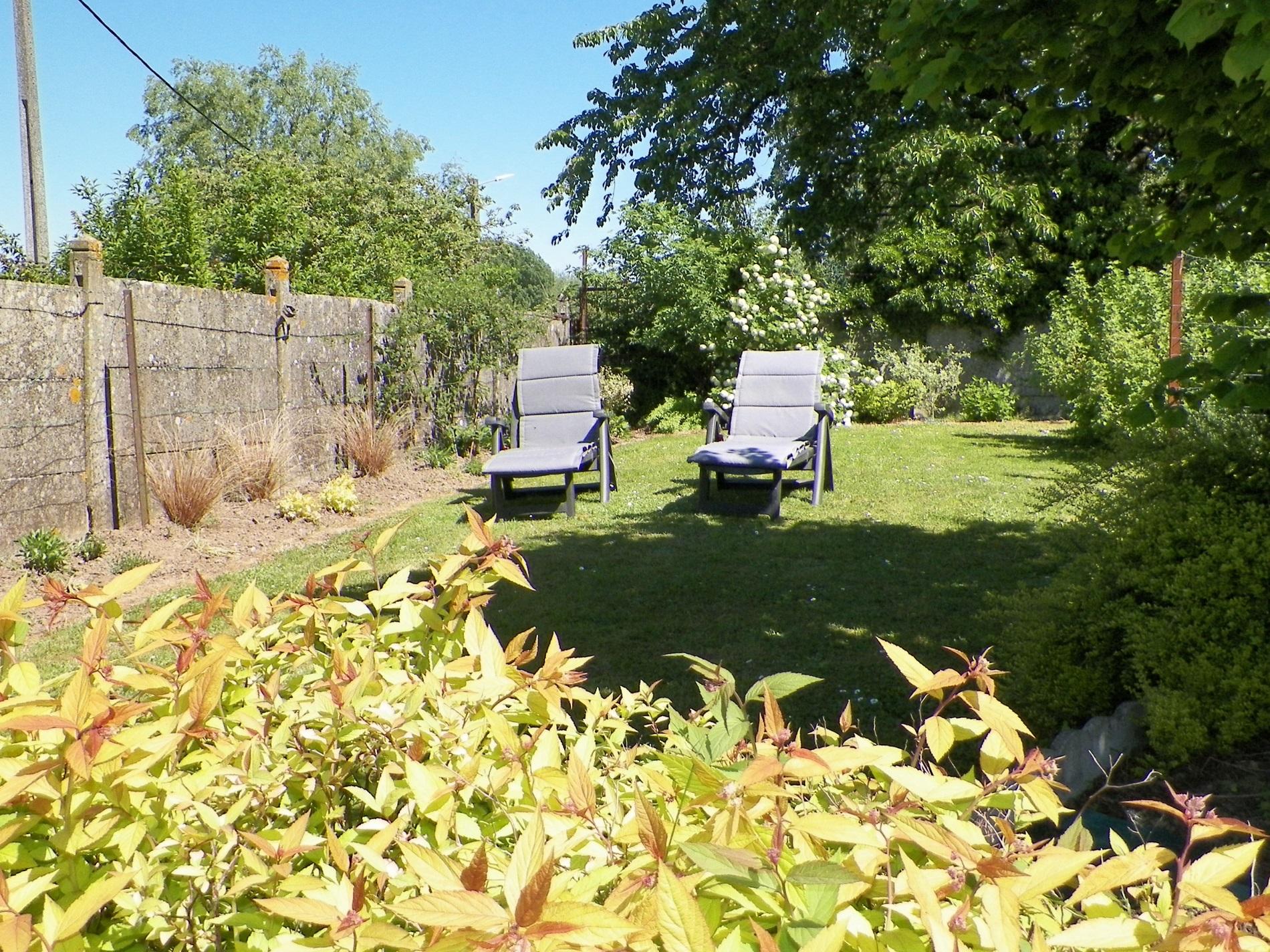 Jardin au début de l'été à Maresches